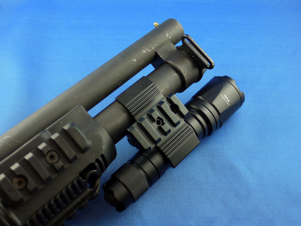 FENIX TACTICAL UNIVERSAL FLASHLIGHT MOUNT ...